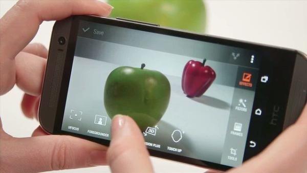 De-ce-ar-trebui-sa-imi-cumpar-un-HTC-One-M8