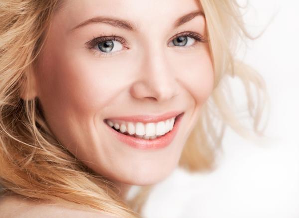 Tu stii ce trebuie sa faci ca sa ai dintii albi?