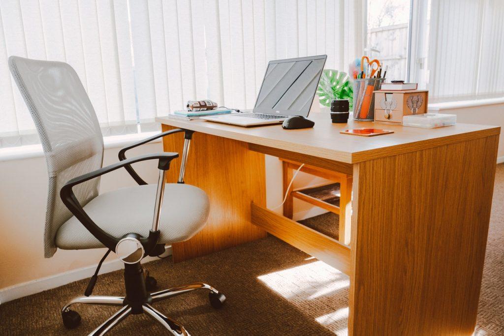 Cum aleg un scaun potrivit pentru munca la birou?