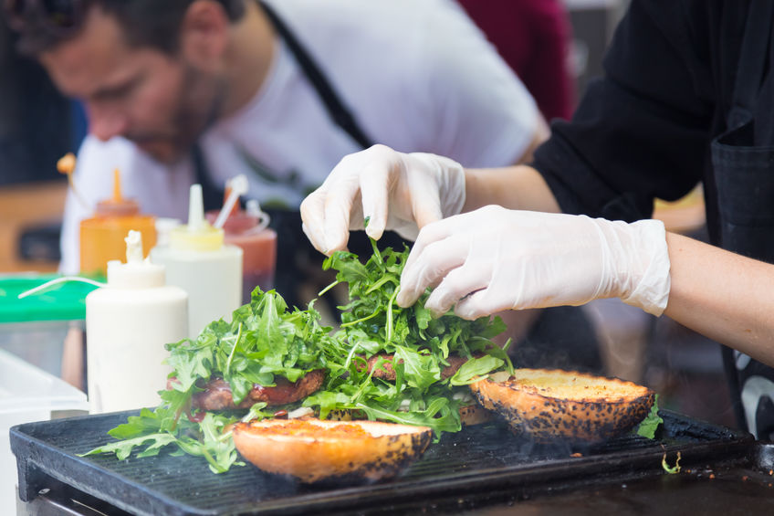 Ce imbracaminte este necesara atunci cand lucrezi in gastronomie?